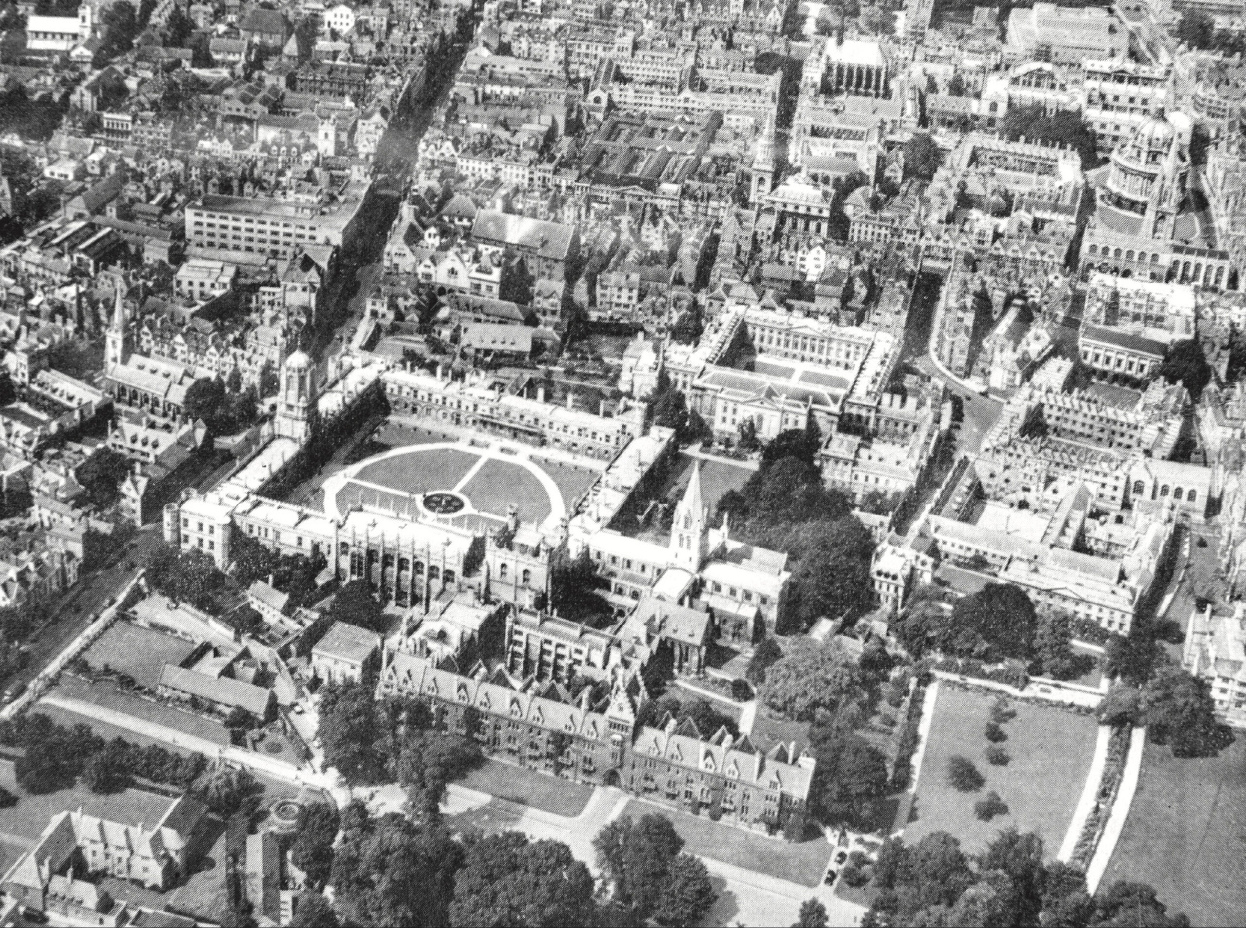 The Great Quadrangle of Christ Church at the University of Oxford, viewed from above.