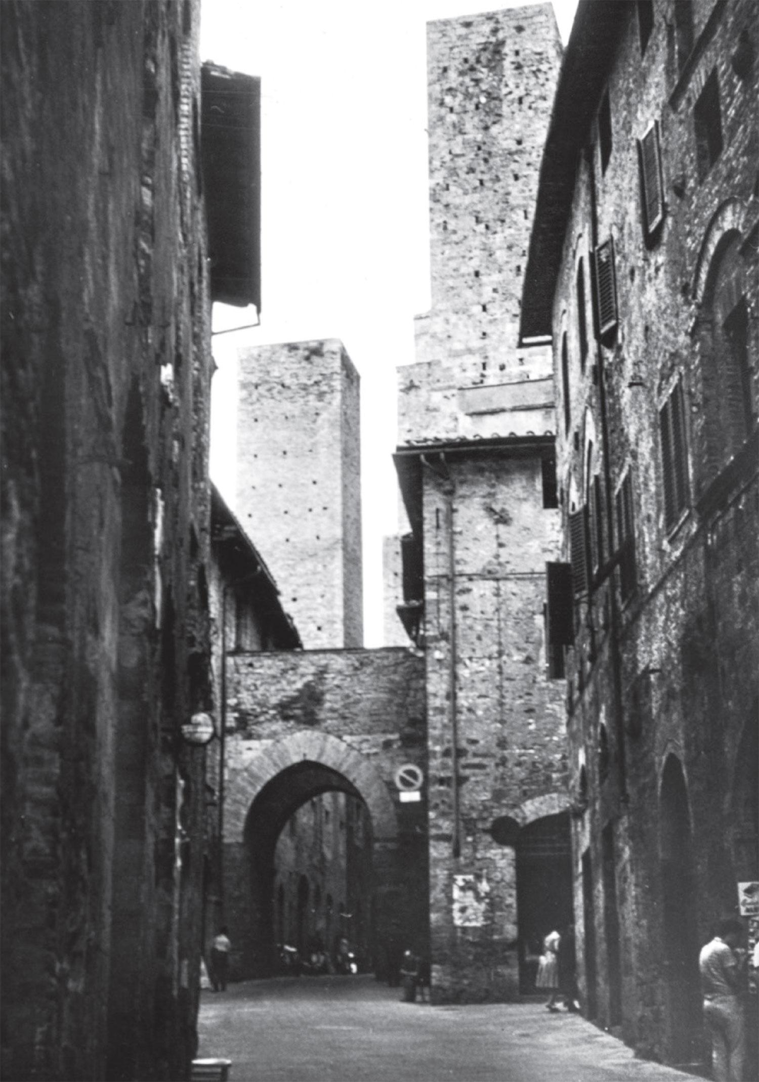 Piazza del Cisterna in San Gimignano, Italy