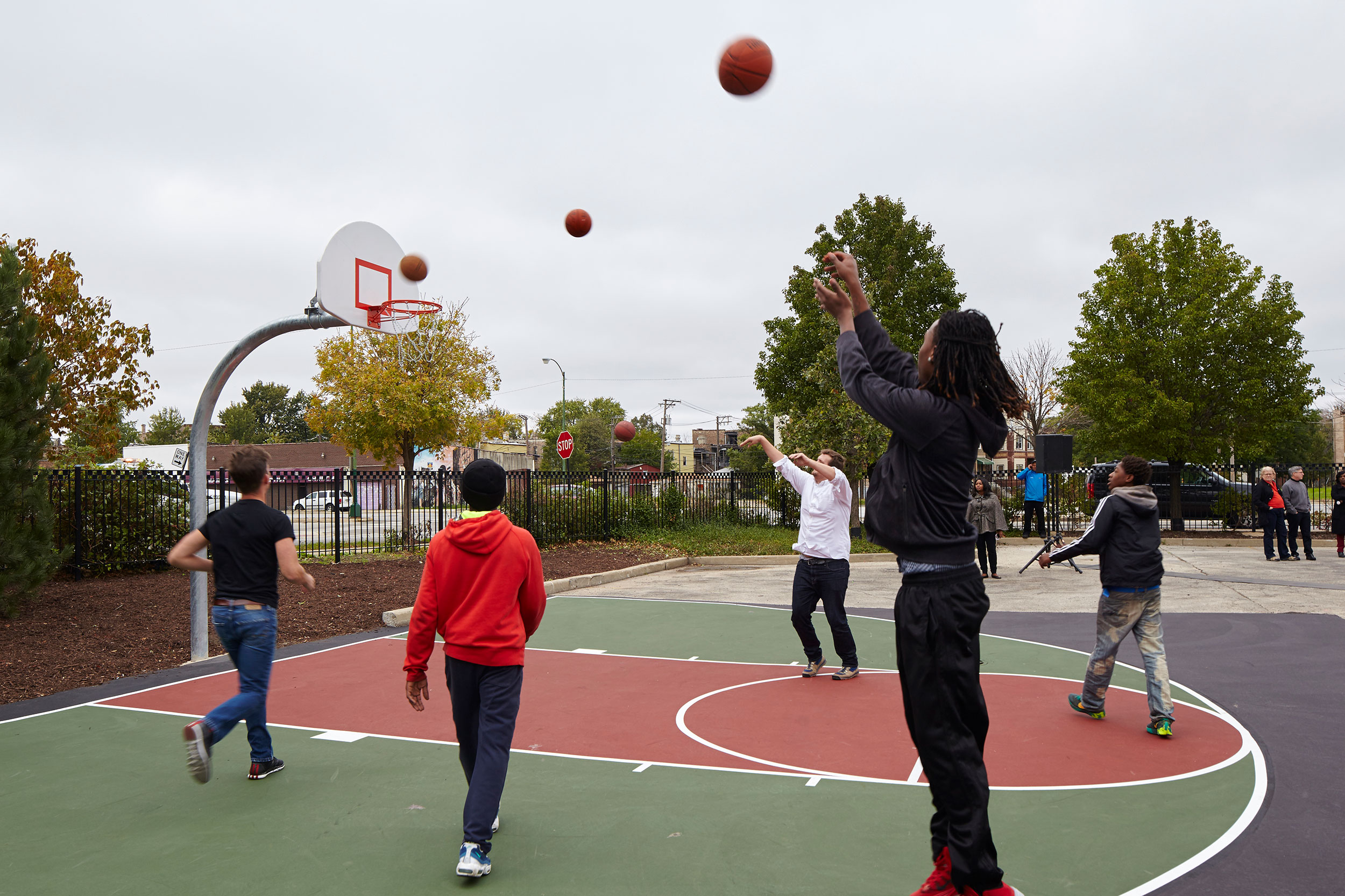 Polis Station, Chicago. This half-sized basketball court on the car park of a police station in the West Side of Chicago marks the start of Studio Gang's initiative to combat tensions between the police and the community by rethinking the police station as a safe space for local youths to socialise and play.
